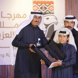 """إدارة مهرجان الملك عبد العزيز للإبل تسلم الفائزين في فئتي الجْمل """" 20 انتاج و30 """" جوائزهم"""