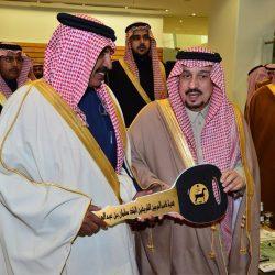 الامبراطور ومستشارته يشعلان خشبة المسرح بالرياض