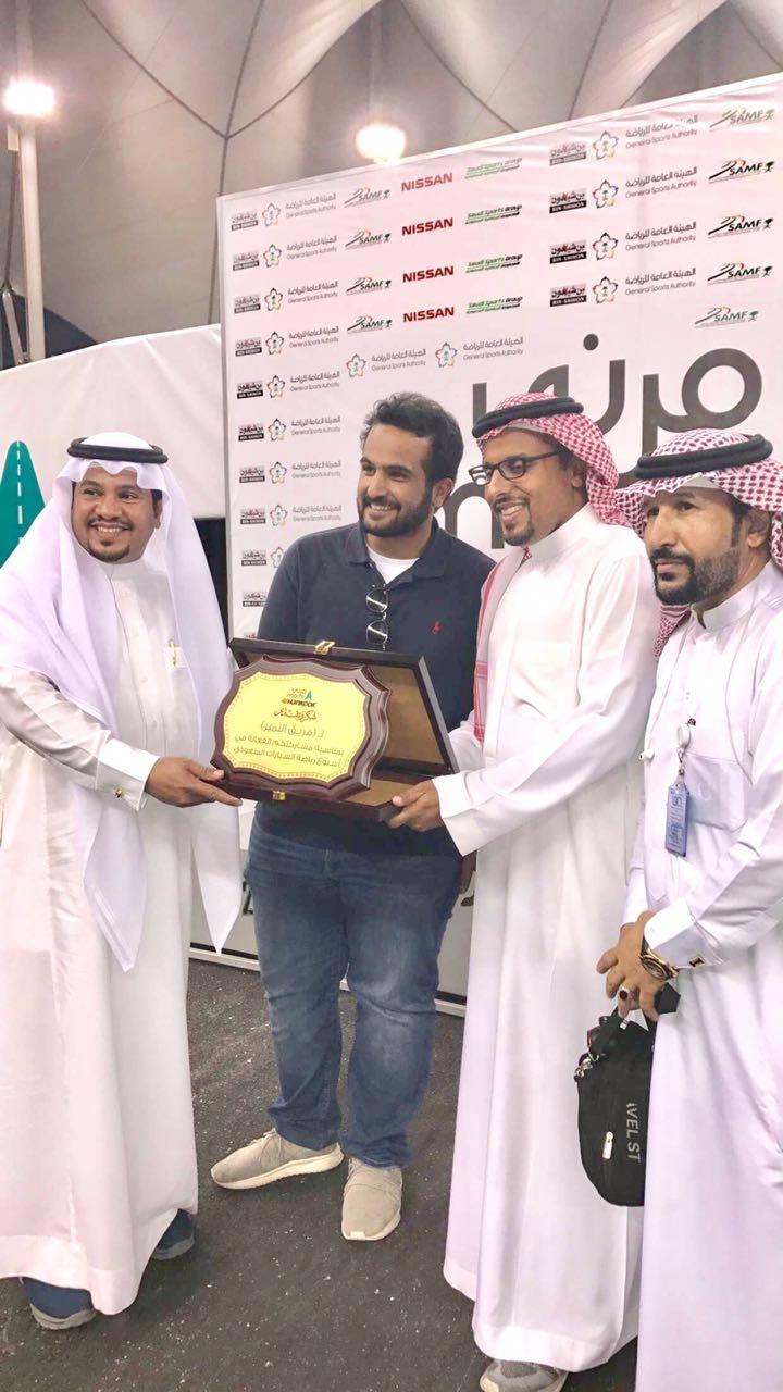 الامير خالد بن سلطان الفيصل يكرم فريق التميز التطوعي في استاد الملك فهد