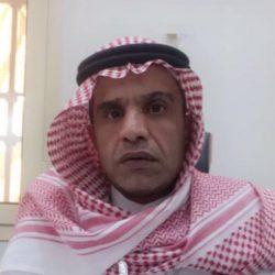 قرار الإلزام بالزي السعودي يغضب مخرج