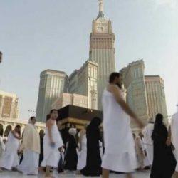 الفنانة الإماراتية بدرية أحمد ترتدي الحجاب وتطالب جمهورها بحذف صورها