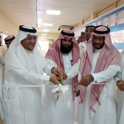 مدير مكتب تعليم شرق الرياض يرعى حفل ختام الأنشطة الطلابية ومسيرة الخريجين بابتدائية خيبر