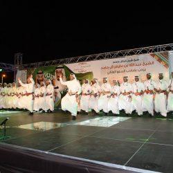 قائد قاعدة الملك عبدالعزيز يرعى تخريج دورة الأمن والحماية وابو شرين يحظى بالتكريم