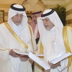 محافظ القرى .. يكرم الإعلامي معيض المجلد الزهراني