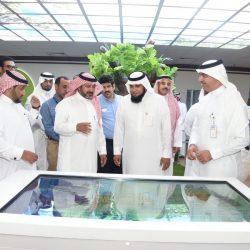 المشاركون بمسابقة الملك عبدالعزيز الدولية لحفظ القران يؤدون صلاة الجمعة بالمسجد الحرام