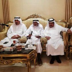"""مواطنون في جدة : أسراب الذباب تحاصرنا .. و""""الأمانة"""" لا تتجاوب بمكافحتها"""