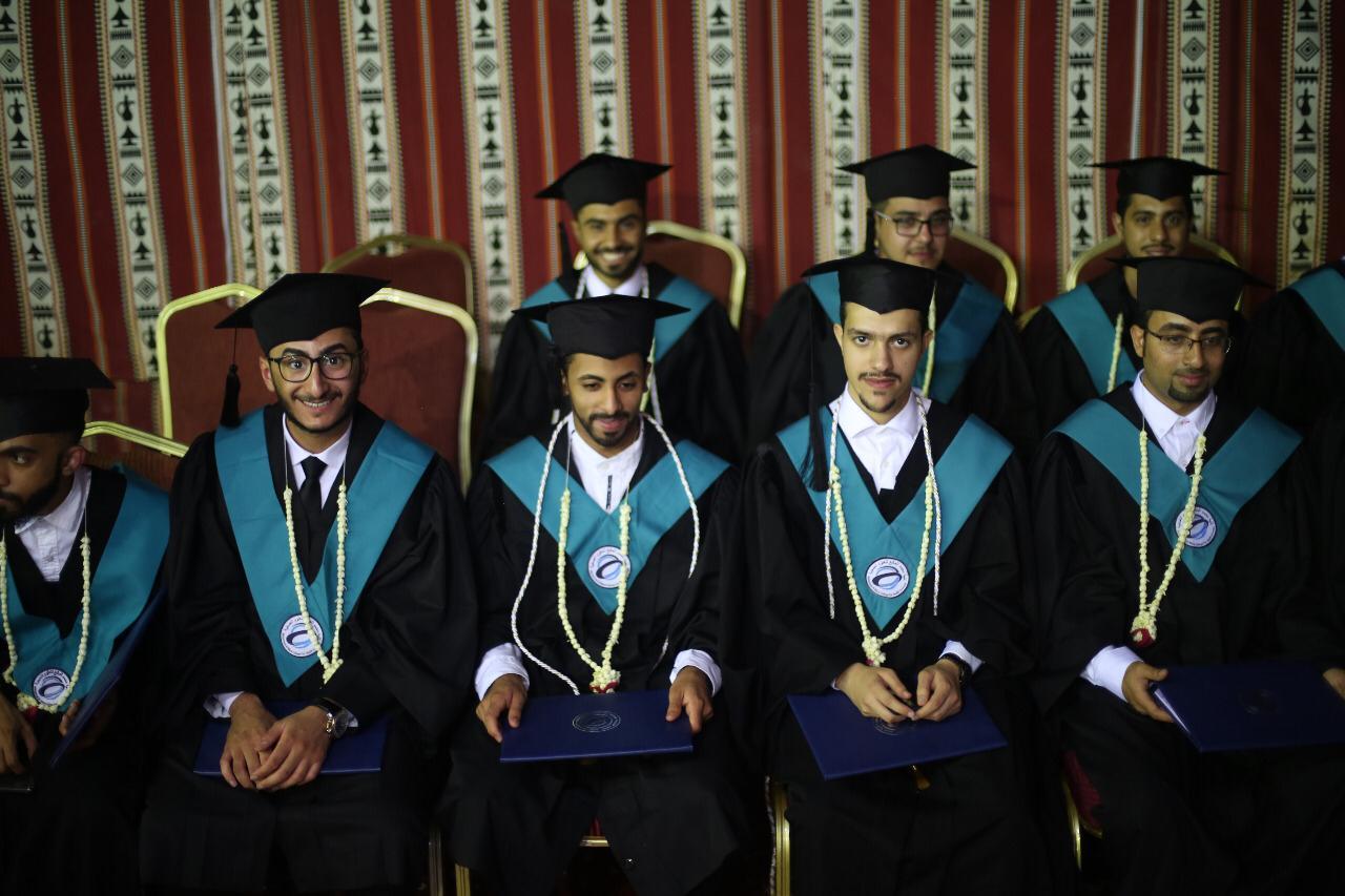 كلية محمد المانع للعلوم الطبية بالخبر تحتفل بتخريج الدفعة الأولى من طلابها