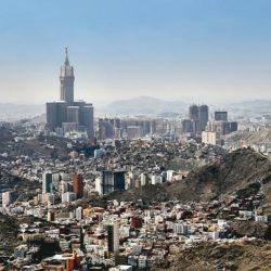 تاجر كويتي يعرض حبة فقع وزنها كيلو ونصف جلبها من السعودية
