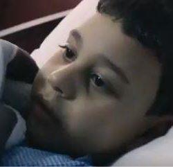 """تحطيم شرفة منزل مصري لنقله بواسطة """"ونش"""" إلى المستشفى"""