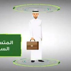 تأثر أمير الرياض عند ذكر حرص والده على الصلاة في وقتها