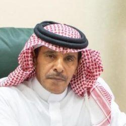 الفيفي يهدي جامعة الملك خالد نسخة من كتابه