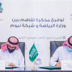 سمو أمير الرياض يوقع مع وزير الموارد البشرية والتنمية الاجتماعية مذكرة أعمال برنامج التوطين بالمنطقة.