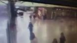 بالفيديو :  شاهد الإرهابي الذي فجر نفسه في مطار اسطنبول