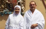 برفقة زوجته  بعد إسلامه.. سفير بريطانيا بالمملكة يؤدي فريضة الحج