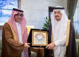 رئيس المنظمة العربية للسياحة يُطلع أمير الرياض على الانجازات والتعاون السياحي