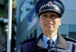 مديرة شرطة بنيوزلندا ترافق مصابي الهجوم الإرهابي للمسجدين لأداء مناسك الحج