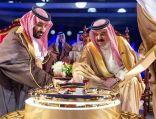 ولي العهد وملك البحرين يدشنان خط أنابيب نفطيًّا