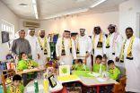 قدامي الاتحاد .. يقدمون الهدايا لأطفال مركز الملك عبدالله