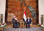 سمو ولي العهد يلتقي الرئيس المصري في قصر الاتحادية بالقاهرة