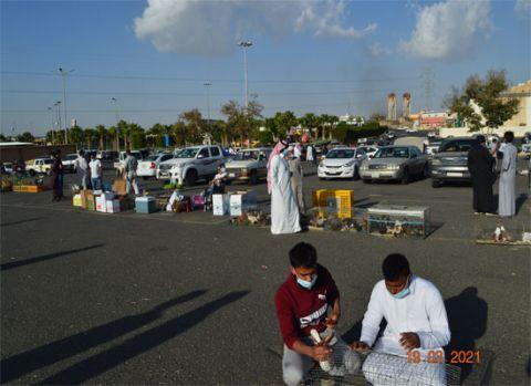عدسة إشراق لايف: تتجول بسوق الطيور بخميس مشيط وتستطلع أراء الباعة والمتسوقين