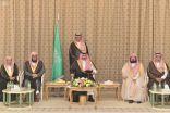 الأمير بدر بن سلطان يستقبل الشيخ السديس وأئمة المسجد الحرام ومسؤولين في مكة المكرمة