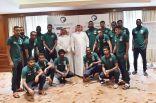 لاعبو المنتخب الوطني يقدمون تبرعاً مالياً لصالح جمعية ذوي شهداء الواجب