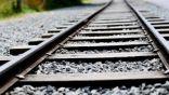 لماذا تتكون مسارات القطارات من حجر وحصى صغيرة ؟