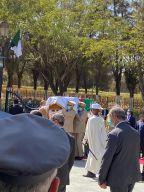 الجزائريون يشيعون جثمان الرئيس الراحل بوتفليقة إلى مثواه الأخير