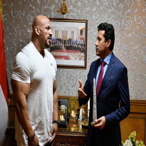 وزير الرياضة المصري يستقبل بيج رامي الفائز للمرة الثانية على التوالي بلقب مستر أولمبيا