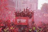 """احتفالات نجوم ليفربول مع الجماهير في الشوارع حاملين كأس """"تشامبيونز ليغ"""""""