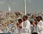 الحجاج العائدون : شكرا للمملكة على حسن تنظيم حج 37 هـ