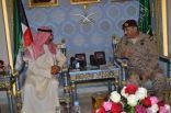 قائد القوات المشتركة لإعادة الأمل يستقبل وزير الدفاع الكويتي