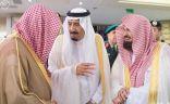 خادم الحرمين يصل مكة لقضاء العشر الأواخر من رمضان بجوار بيت الله الحرام