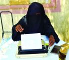 سودانية تكتب العرائض لمراجعي دائرة حكومية بجدة.. وتعيل أسرتها وزوجها المريض