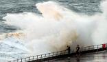 """بالصور: لقطات مرعبة لأمواج """"غادرة""""!!"""