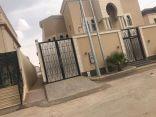 مواطن يقتطع من مساحة منزله ويفتح ممراً لتسهيل وصول بعض سكان الحي للمسجد