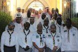 رواد كشافة مكة يزورون كبير مؤذني الحرم المكي القائد الكشفي على الملا