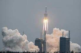 الصاروخ الصيني الشارد .. يقلق الناس ويثير سخريتهم