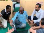 السفير البريطاني بالخرطوم يدعو المارة لتناول إفطار رمضان معه ويؤمهم للصلاة
