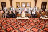 أمير عسير يتلقى التعازي في وفاة الأمير منصور بن مقرن ومرافقيه