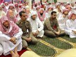 مدير السجون بالمنطقة الشرقية يؤدي صلاة العيد مع النزلاء ويعايدهم