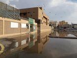 في جولة لـ (إشراق لايف) مياه الأمطار تقطع طريق طالبات جدة إلى مدارسهن
