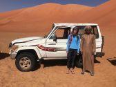 مواطن ينقذ فتاة أمريكية انقلبت سيارتها في صحراء الربع الخالي