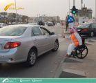 """""""متحدو الإعاقة"""" يوزعون وجبات الإفطار على المارة قبيل المغرب في الرياض"""