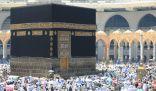 جموع المصلين يؤدون آخر جمعة في العام بالمسجد الحرام
