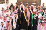 برعاية أمير الرياض .. طلاب تعليم الرياض في مبادرة وطنية يقدمون الورود لرجال الأمن