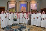 وكيل امارة منطقة الباحة يكرم المشاركين بدورة مهارات التعامل مع المراجعين