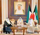 الأمير منصور بن متعب ينقل تعازي القيادة لأمير الكويت في وفاة الشيخ صباح