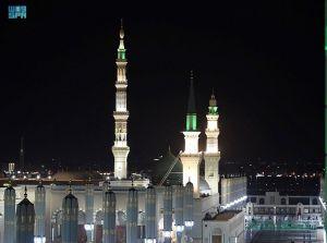 تطور الإنارة بالمسجد النبوي.. من قناديل الزيت إلى أحدث التقنيات
