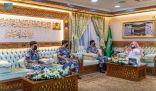 السديس وقائد قوة أمن الحج يبحثان خطة السلامة لقاصدي الحرمين الشريفين